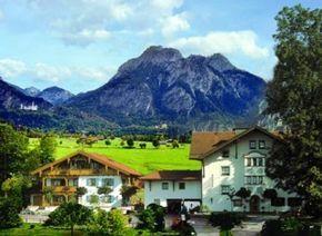 Hotel Rubezahl, Schwangau, Germany: Hohenschwangau and Neuschwanstein castles in the background