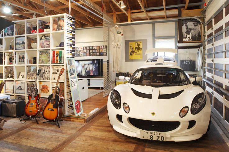 ガレージはバイクや車、ちょっとした道具などを保管するところであると同時に、暮らす人の好きなように使える自由な空間でもあり…