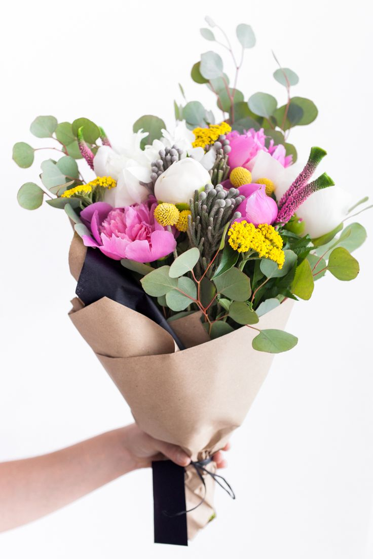 Stem & Bloom . . . a flower subscription service in NYC. Get a beautiful, curated bouquet each week. Easy. Affordable. Delivered.