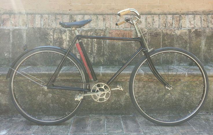Quando ero bambino, spesso rubavo la bicicletta di mio papà. La novità? Continuo a farlo ancora oggi che sono uomo e che forse potrei comprare una bici di quelle super leggere con telaio in carbonio. Ma a cuor non si comanda. La bici di mio papà, che prima