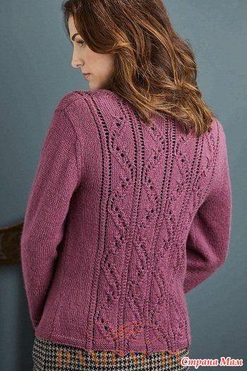 """Женский вязаный кардиган отличается своей элегантностью и рисунком с ажурными волнистыми линиями.  Описание кардигана от дизайнера Emma Vining переведено из журнала """"The Knitter"""".  Размеры:"""