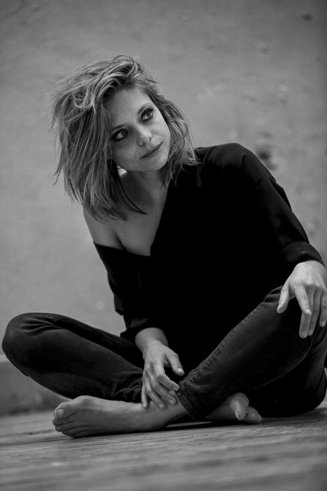 Portrait de Lizzie Brocheré | Blog | Kaptive #makeup #beauty #blakeandwhite #actrice