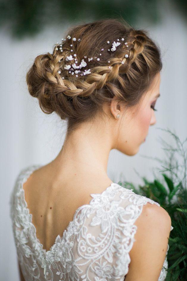 Haarschmuck für die Braut: Haarkamm mit kleinen weißen Blüten und Perlen/ bridal hair comb with white flowers and pearls made by A-dream-twig via DaWanda.com