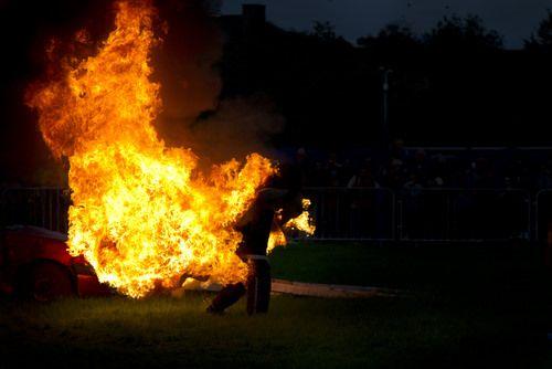 Makabryczny widok. Mężczyzna spłonął żywcem na oczach pasażerów __________________________ Prosimy o udostępnienie posta, abyśmy mogli utrzymać zasięgi wiadomości  http://busydoholandii.org/mezczyzna-splonal-zywcem/