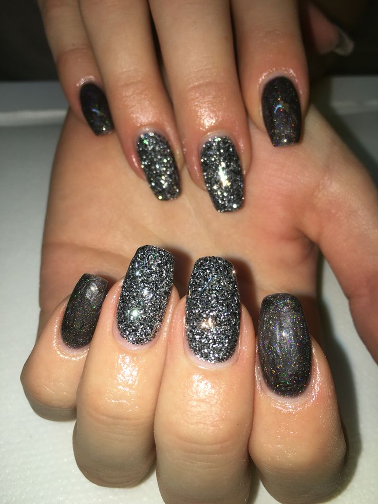 Svarta naglar med svart Diamond glitter
