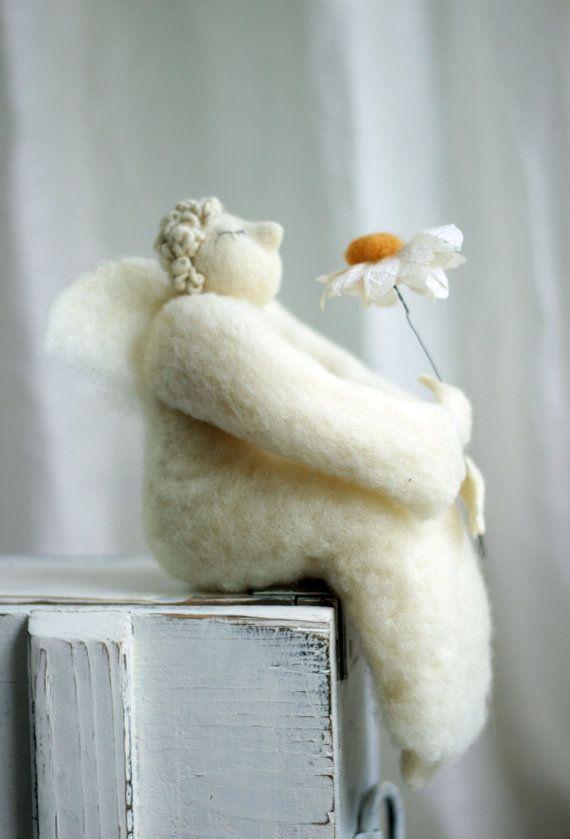Dreamy Angel with A Daisy Needle Felted от FeltArtByMariana, $160.00