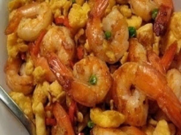 Molho de camarao delicioso : http://pt.petitchef.com/receitas/prato-principal/molho-de-camarao-delicioso-fid-1510540