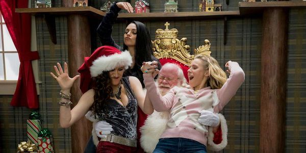 A Bad Moms Christmas Red Band Trailer Is Longer And Drunker #FansnStars