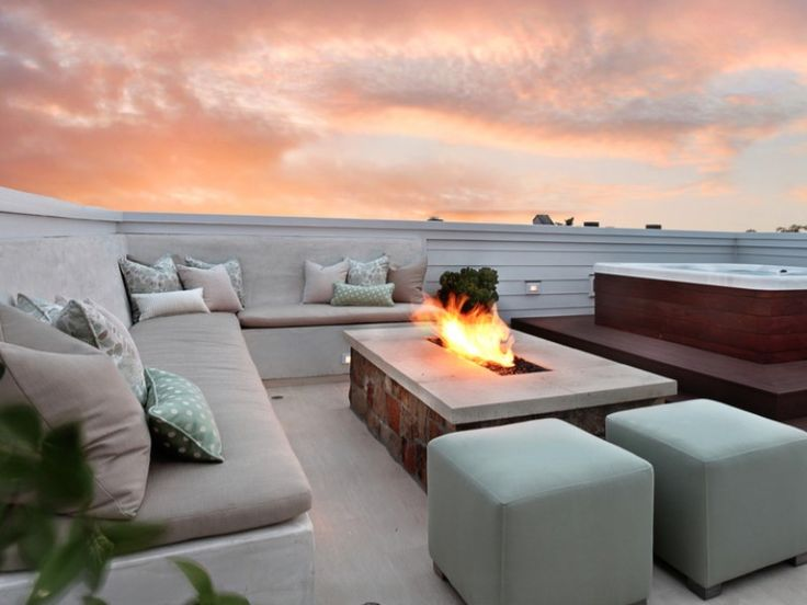 25 of the Hottest Fire Pit Ideas for Your Yard - http://freshome.com/fire-pit-ideas/