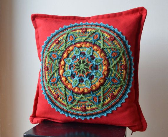 Mandala rojo almohada cubierta de ganchillo