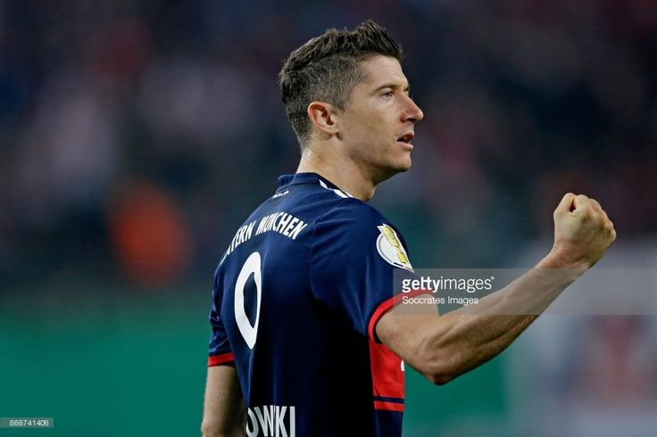 Robert Lewandowski of FC Bayern Munchen  during the German DFB Pokal  match between RB Leipzig v Bayern Munchen at the Red Bull Arena on October 25, 2017 in Leipzig Germany (Photo by Jeroen Meuwsen/Soccrates/Getty Images)