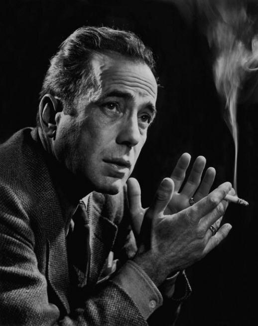 Humphrey Bogart by Yousuf Karsh  «Si es que hay algo por lo que vale la pena vivir, es por contemplar la belleza.»                                                                                                              Platón, El banquete