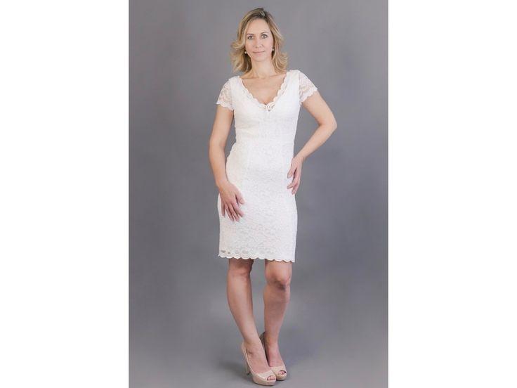 Bílé krajkové pouzdrové šaty elegantní pouzdrové šaty z bílé krajky hlubší V výstřih na předním i zadním díle pouzdrová sukně ukončená bordurou možná úprava střihu a ušití na míru