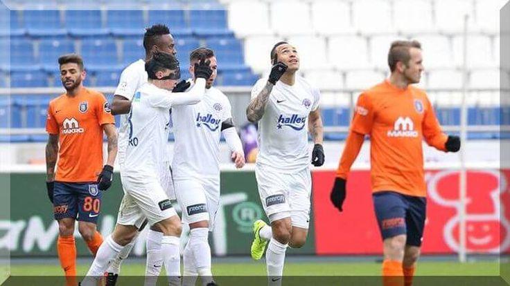 Süper Lig'in 20. hafta karşılaşmasında Kasımpaşa İstanbul Başakşehir'i sahasında 4-0 yenerek liderlik umutlarını yıktı.