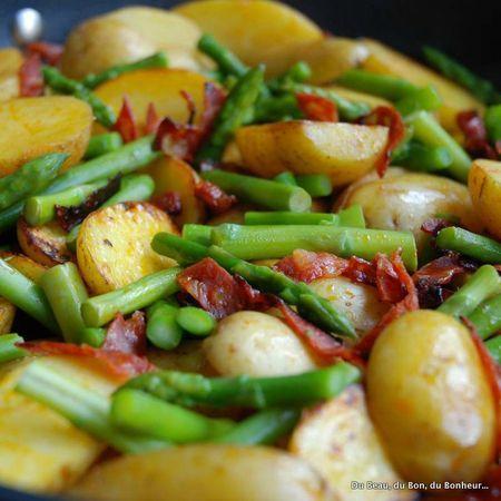 Poêlée de pommes de terre, asperges, chorizo et oeufs pochés - Du Beau, du Bon, du Bonheur...