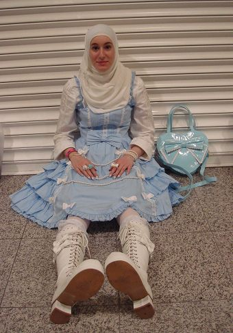 Muslim Lolita on Flickr    It's great that there are no limits in Lolita Style *-*  And I love her bag >.