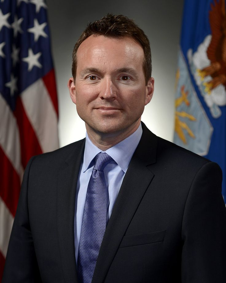 WASHINGTON -- President Barack Obama on Friday announced plans to nominate Eric Fanning to lead the U.S. Army, making him the first openly gay secretary of one of the military branches. The Washington
