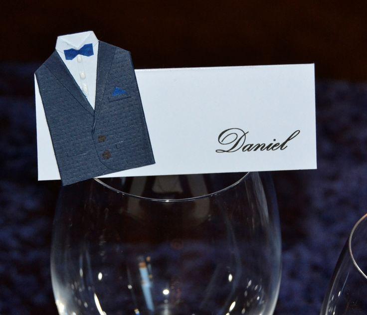 Bordkort til Daniels Konfirmation. Sløjfe og lommetørklæde er lavet af en serviet rest.