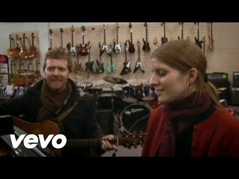 Glen Hansard, Marketa Irglova - Falling Slowly. So completely beautiful.
