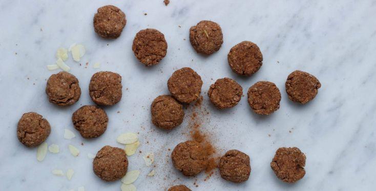 Met dit recept maak je in een handomdraai glutenvrije vegan pepernoten. een verantwoord alternatief op de gewone pepernoten.