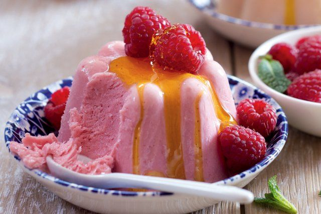 Jogurtovo-medové semifreddo s ovocem | Apetitonline.cz
