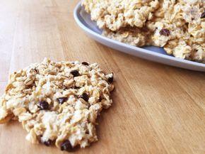 Ricetta facile e veloce per preparare in casa degli snacks proteici ideali da consumare prima o dopo l'allenamento. Ingredienti: proteine alla vaniglia,