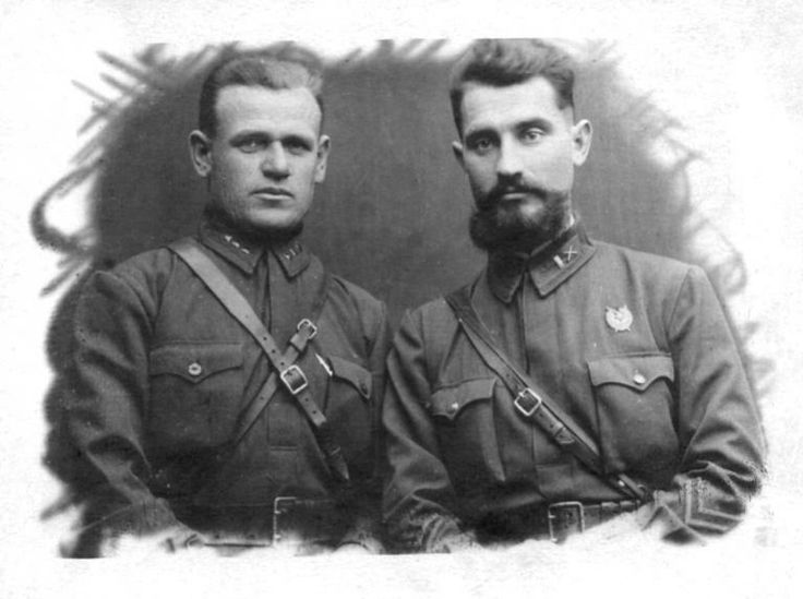 The posed portrait photo of these two Red Army officers poses the question of how the man on the right was allowed to wear a beard. Facial hair other than a mustache was not allowed by Soviet regulations. One possibility might be that the man was preparing to be a commander of partisans, in which case a departure from regulations was allowed.