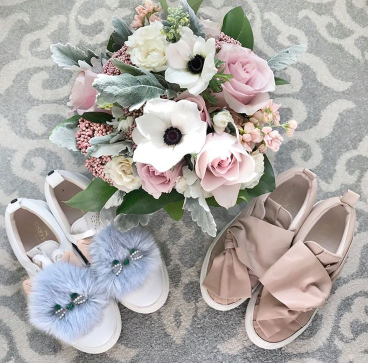 What about using sneakers on your wedding day?  #JosefinasPortugal