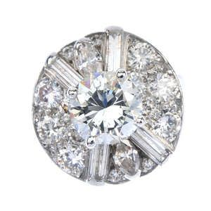 LOT:142   A diamond cluster ring.