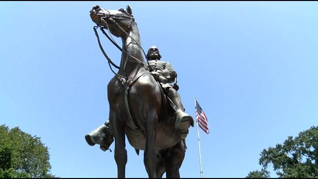 """MEMPHIS CITY COUNCIL VOTES TO DIG UP GRAVE OF CONFEDERATE GENERAL, SELL HIS STATUE 
