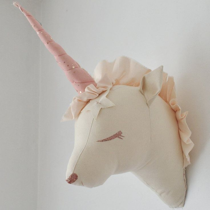Here is an original and poetic decoration for your baby's bedroom ! We love this wonderful unicorn designed and handmade in France by Boramiri !