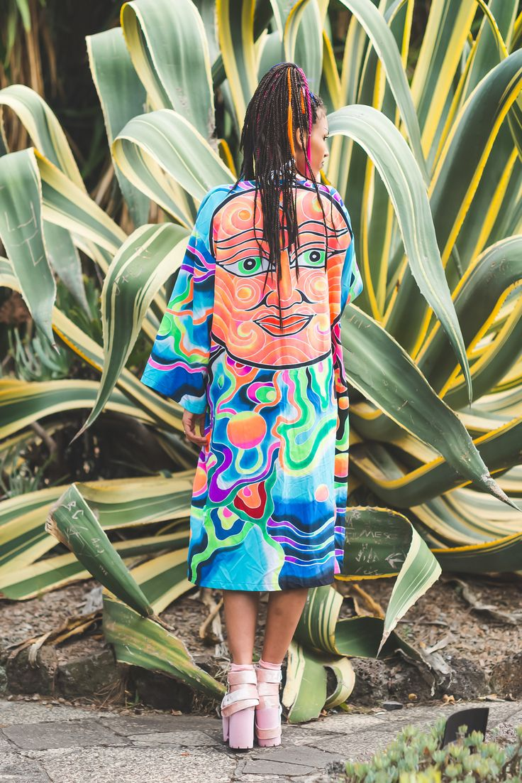 This magical long-long kimono is a dream. With an oversize fit, bell sleeves, smothered in a hand-painted batik print... Its a massive YUS from us.