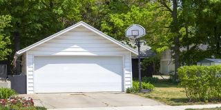 Die Kosten für eine Garage. Wie sie sich zusammensetzen erfährst du in unserem Preisradar! Garage bauen, Garage Idee, Garage Inspiration, moderne Garage