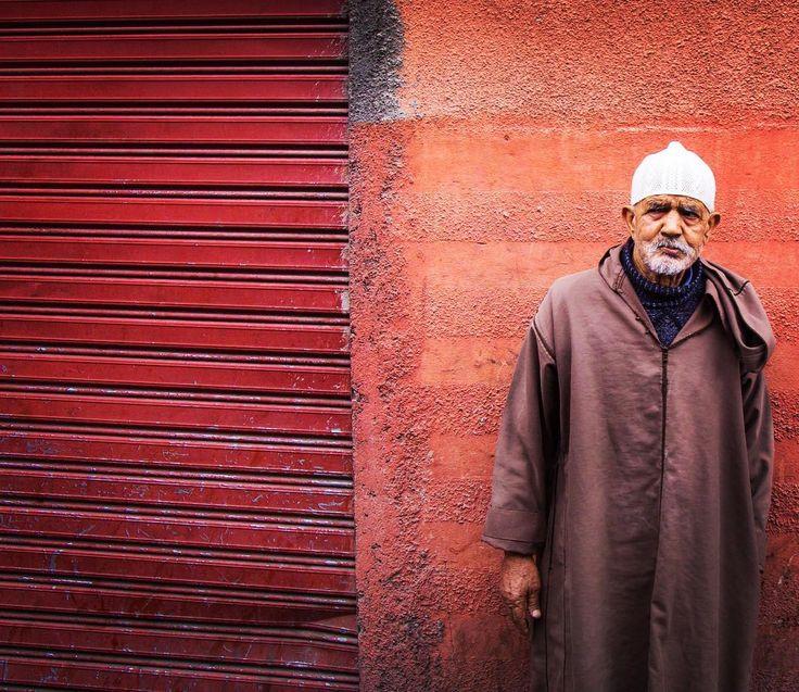 Holding onto humanity project. #morocco #marrakech #africa #travel #travelgram #travels #travelblog #travelphotography #blog #natheotravel #instadaily #photographer #photographer #canon5dmarkiii  #canon #natgeo #bbctravel #people #portraits #holdingontohumanity #art