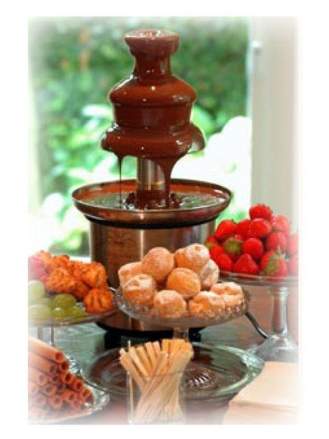 @Heleen Boertje @Trix Stapel zo'n fontein hebben Cierra en ik. (de chocolade ook) alleen fruit en wat andere dingen erbij. (stukjes hebben wij ook!)