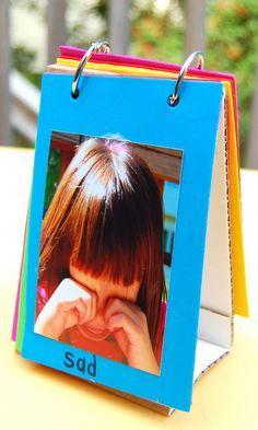 Crear libro de imágenes de diversas categorías. Cartón corrugado foamie o cartulina y argollas