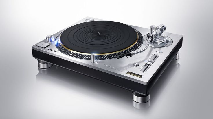 The Technics SL-1200 turntable returns in two new audiophile models