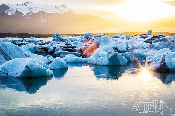 Het Jökulsárlón gletsjermeer wordt elk jaar groter door gigantische ijsblokken