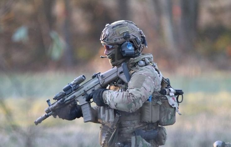 Belgian SOF operator during a vehicle interdiction training operation Black Blade 2016.[800x510]