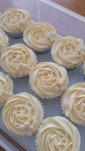 30th Wedding Anniversary - Pearl cupcakes