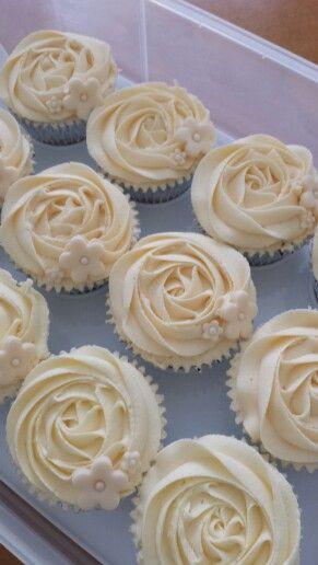 30th Wedding Anniversary - Pearl cupcakes