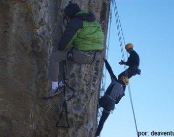 Practica #Escalada en Hatun Machay http://www.deaventura.pe/rutas-de-escalada/escalada-en-hatun-machay