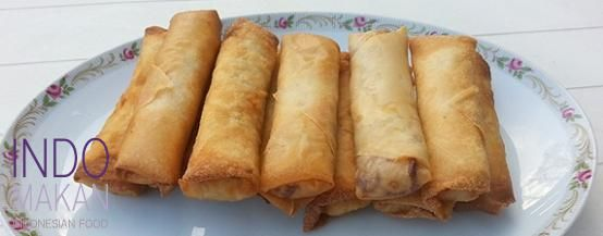 Loempia Surabaya - Egg rolls with chicken, shrimp and bean sprouts