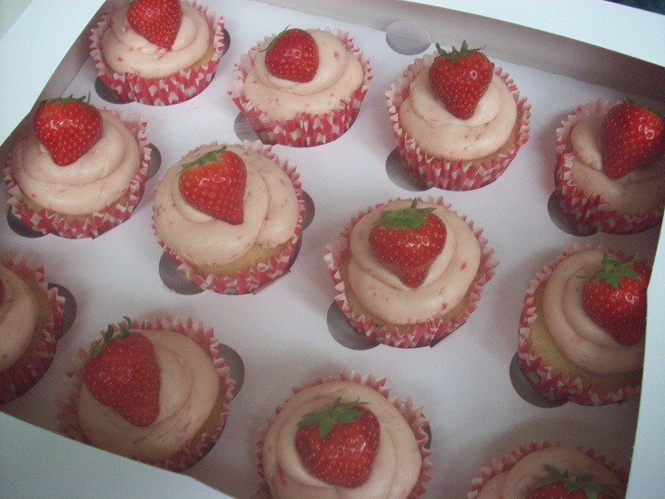 Strawberry vanilla cupcakes - summer in a cuppie