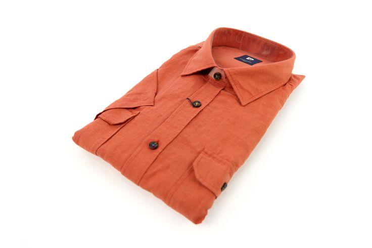 Koszula Omega w kolorze szarym. Idealna do eleganckiej marynarki lub swetra. Skład: 100% bawełna.