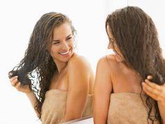 Lžíce cukru při mytí udělá s vlasy hotové zázraky