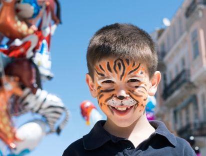 Szeretsz gyerekekkel foglalkozni? A Mosolybirodalom Alapítvány munkatársakat keres május-június időszakra óvodai és bölcsődei rendezvényekhez ARCFESTŐ munkakörben. Előzetes tapasztalat nem feltétel, betanítunk!  Elvárások: Jó kommunikációs készség, rugalmasság, pontosság, szépérzék  Amit kínálunk: Fiatalos és dinamikus csapat, Fizetés (megegyezés szerint)  JELENTKEZÉS: http://mosolybirodalom.hu/munka/