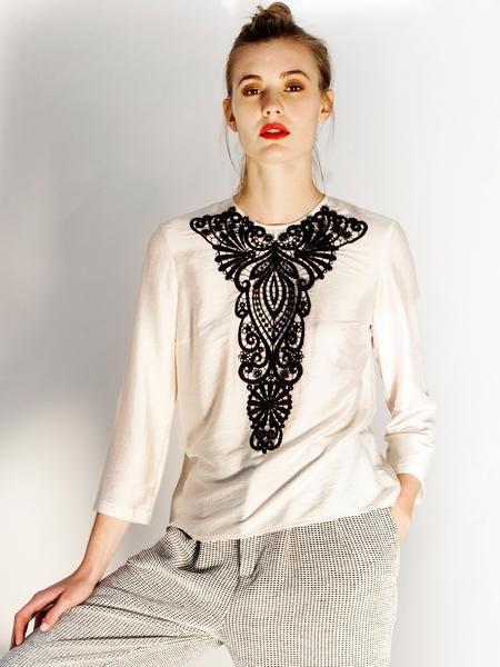 Beige silk blouse / Black lace detail