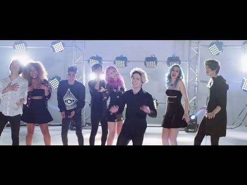 Sweet California - Vuelves (feat. CD9) (Videoclip Oficial) - YouTube