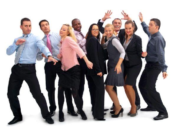 Entusiasmo in Azienda Il tema dell'entusiasmo in azienda è sempre più discusso ed incentivato. L'entusiasmo rende il lavoro piacevole, mantiene alto il livello di motivazione delle persone, agevola e rende più stimolanti i rapporti interpersonali. L'entusiasmo è un processo che una volta innescato tenderà a diffondersi in modo automatico tra tutti dipendenti, creando un nuovo approccio al lavoro, basato sul piacere. Ma raggiungere una situazione ideale in azienda non è facile